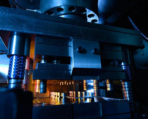 生产力局与德国Fraunhofer IPT合作开发的激光辅助渐进成形技术设备。