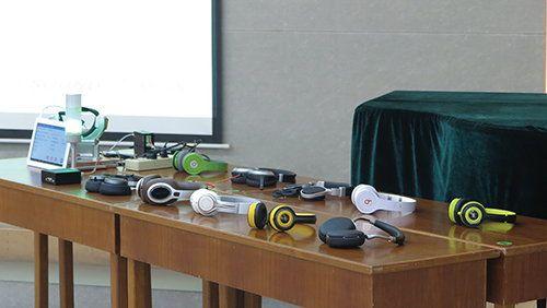 富士高主要生產音響器材、耳機、耳筒、揚聲器等。