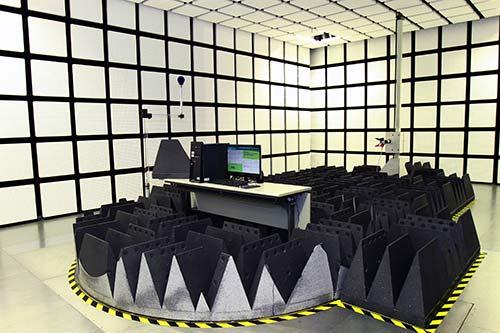 生產力局的「電磁兼容科技中心」連同早前成立的「無綫電測試中心」,為業界提供與時並進的無綫電產品測試服務。