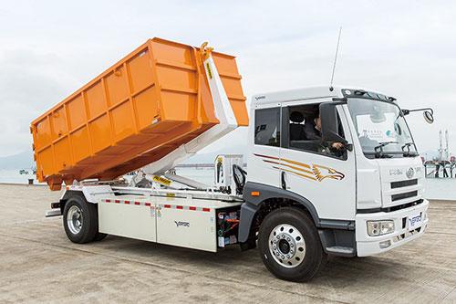 全港首部纯电动16吨勾斗车,专为重型商用车设计,为回收业提供一个零排放的运输方案。