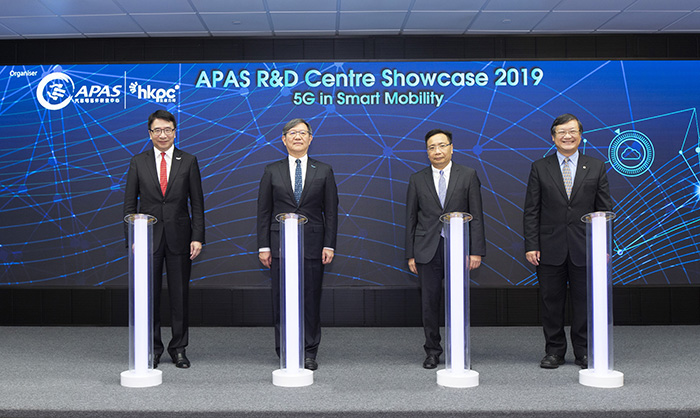 Mr Ivan Lee, Deputy Commissioner for Innovation and Technology of Innovation and Technology Bureau (2nd from right), and Mr Eric Pang, Deputy Director (Trading Services) of Electrical and Mechanical Services Department (1st from right), together with Mr Willy Lin, Chairman of HKPC (2nd from left) and Dr Lawrence Cheung, CEO of APAS R&D Centre of HKPC (1st from left) officiated the APAS R&D Centre Showcase opening ceremony today.