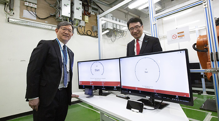 HKPC is collaborating with China Mobile Hong Kong for the installation of a 5G radio site within the HKPC premise, starting from the APAS Lab on LG2/F and planning to expand the 5G network coverage to other levels within the building, as well as outdoor area.