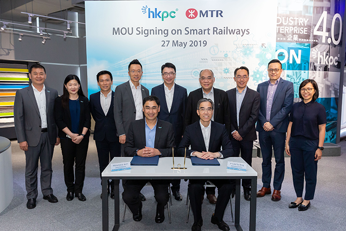 Mr Mohamed Butt, Executive Director of HKPC (Front row, left), and Mr Adi Lau, Operations Director of MTR (Front row, right), signed the Memorandum of Understanding on Smart Railways today, witnessed by the senior management of both parties.