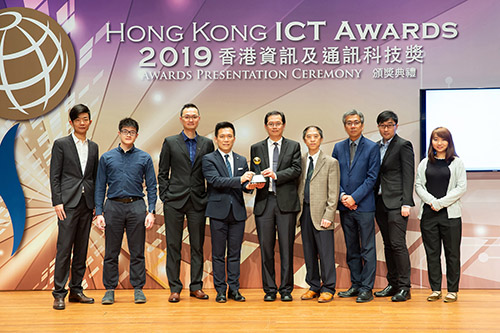 "Mr Ho Yiu-Kwong, Assistant Director of Highways (Technology) of the HKSAR Government (Centre), Mr Terrie Hung, Chief Highway Engineer (Research and Development) of Highways of the HKSAR Government (4th from right) and Dr Lawrence Poon, General Manager (Automotive and Electronics) of HKPC (4th from left) and team received the Gold Award in Smart Transportation category for ""RoadBot 1""."