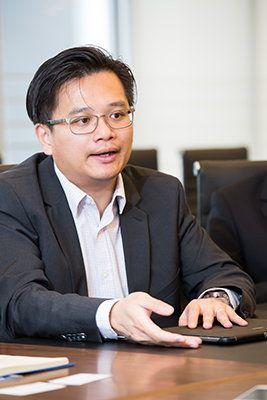 随着香港国际机地第三条跑道工程落实,加上廉航刺激航空客量,香港航空业将进入新阶段的高速发展时期。航空器材分销商必须透过申请相关的国际认证,以加强运作规范,巩固国际市场竞争力。生产力局顾问梁振豪