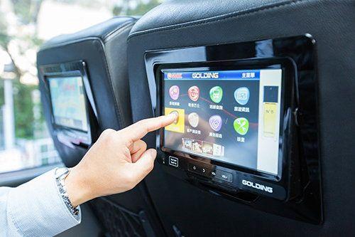 MOST150车载娱乐系统提供「一对一」服务,除了视听节目、旅游资讯,更加入了购物和即时通讯功能。