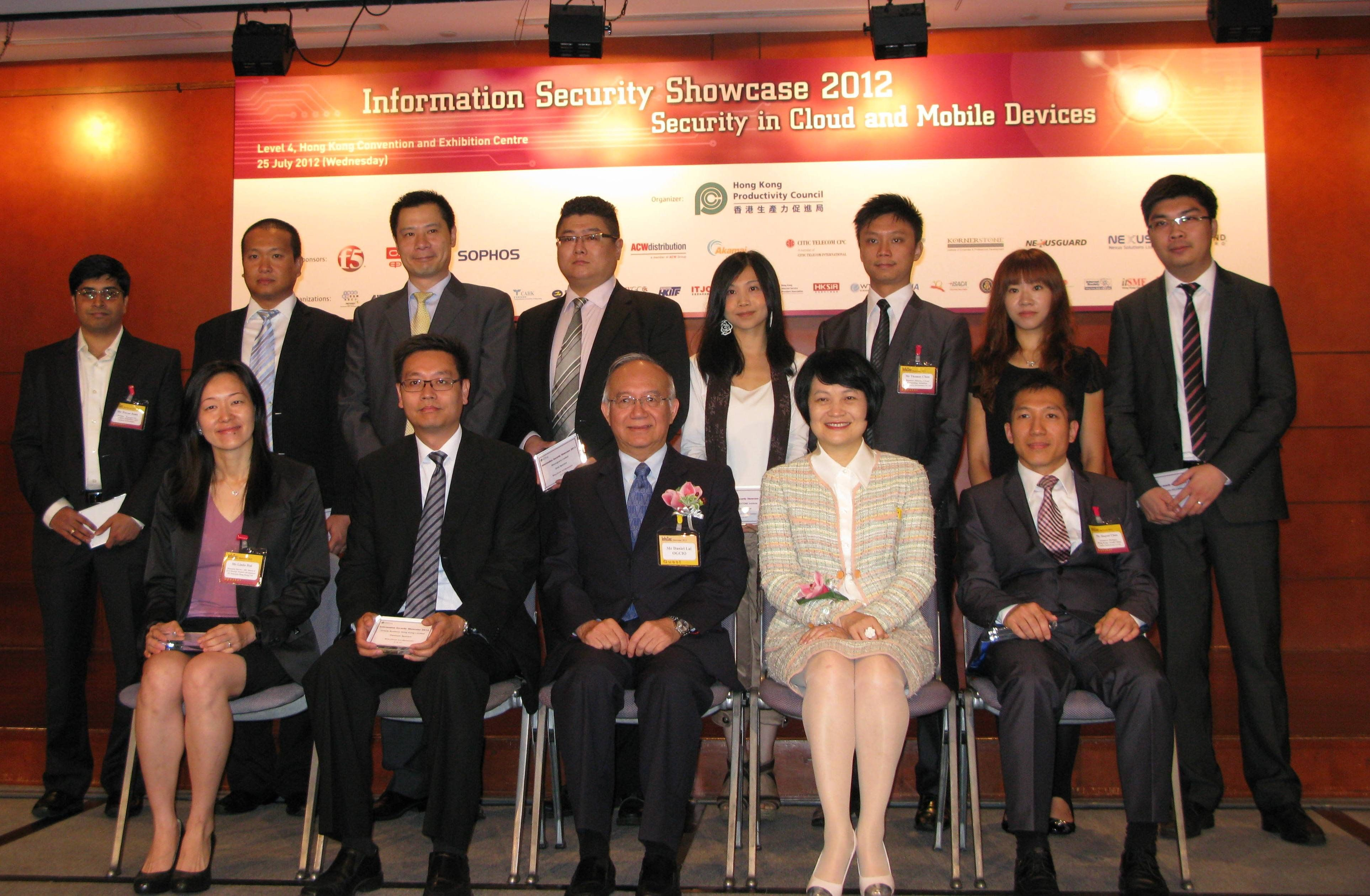 Mr Daniel Lai, Government Chief Information Officer of the HKSAR (front row, centre), and Mrs Agnes Mak, Executive Director of HKPC (front row, second from right), pose for a group photo with the event sponsors