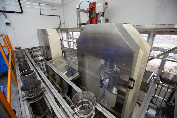 The High Pressure Food Disinfection Processor, which can extend 10 times of product shelf life, is awarded the Equipment and Machinery Design Certificate of Merit in the 2019 Hong Kong Awards for Industries.