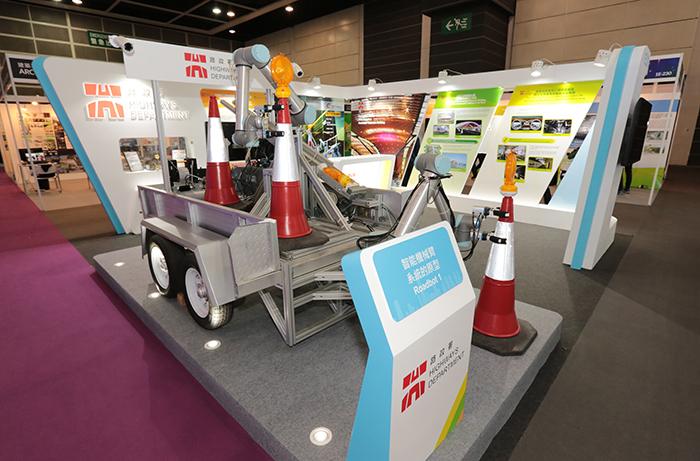 由路政署推動並與生產力局共同研發及成功製造的「智能機械臂系統」,於2019年「建造業議會創新奬」的「建造安全組」中取得第二名。