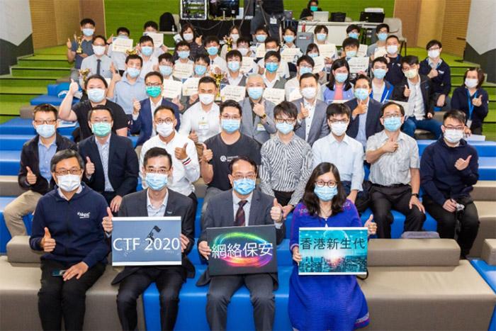 「香港網絡保安新生代奪旗挑戰賽2020」的頒獎嘉賓、協辦機構及贊助機構的代表與一眾得獎學生合照。