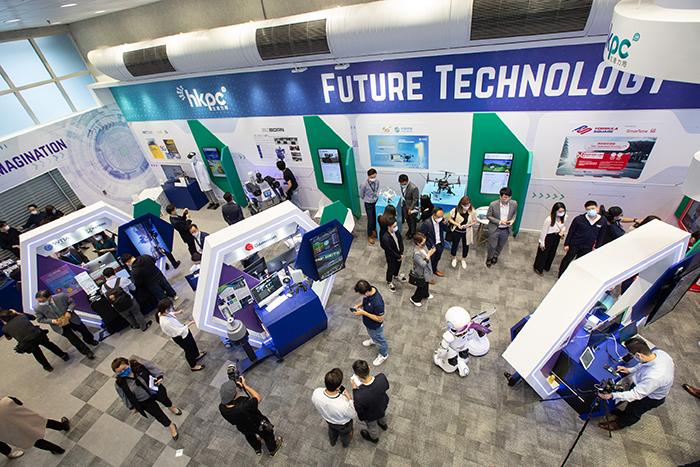「5G新世代應用展館」共有13家參展商展出最熱門及嶄新的5G方案及應用,促進香港成為國際創新科技中心及智慧城市。