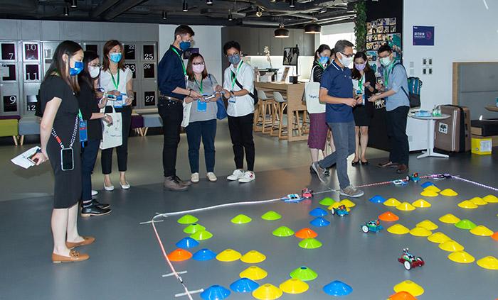 逾百位本地人力資源專才到訪生產力局的「未來技能培訓體驗區」,親身體驗生產力學院多元化的未來技能培訓課程。