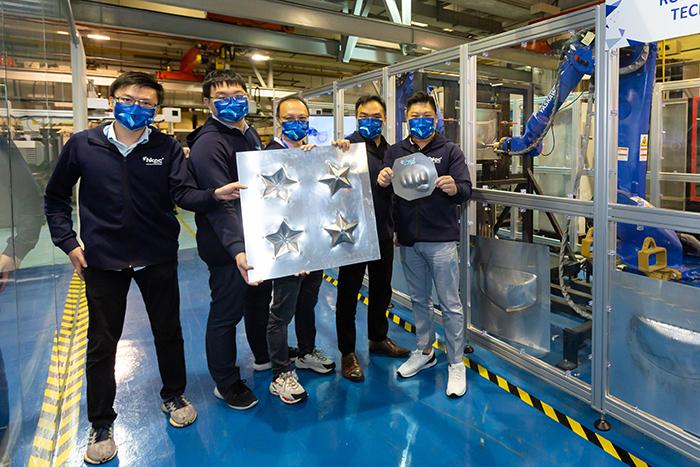 由生产力局研发的「EAFF技术」勇夺国际殊荣「IMechE-最佳项目大奖」冠军。生产力局研发团队成员(右至左):单铭贤、陈伟伦、邓柏鉅、温烱新、张倚乐。