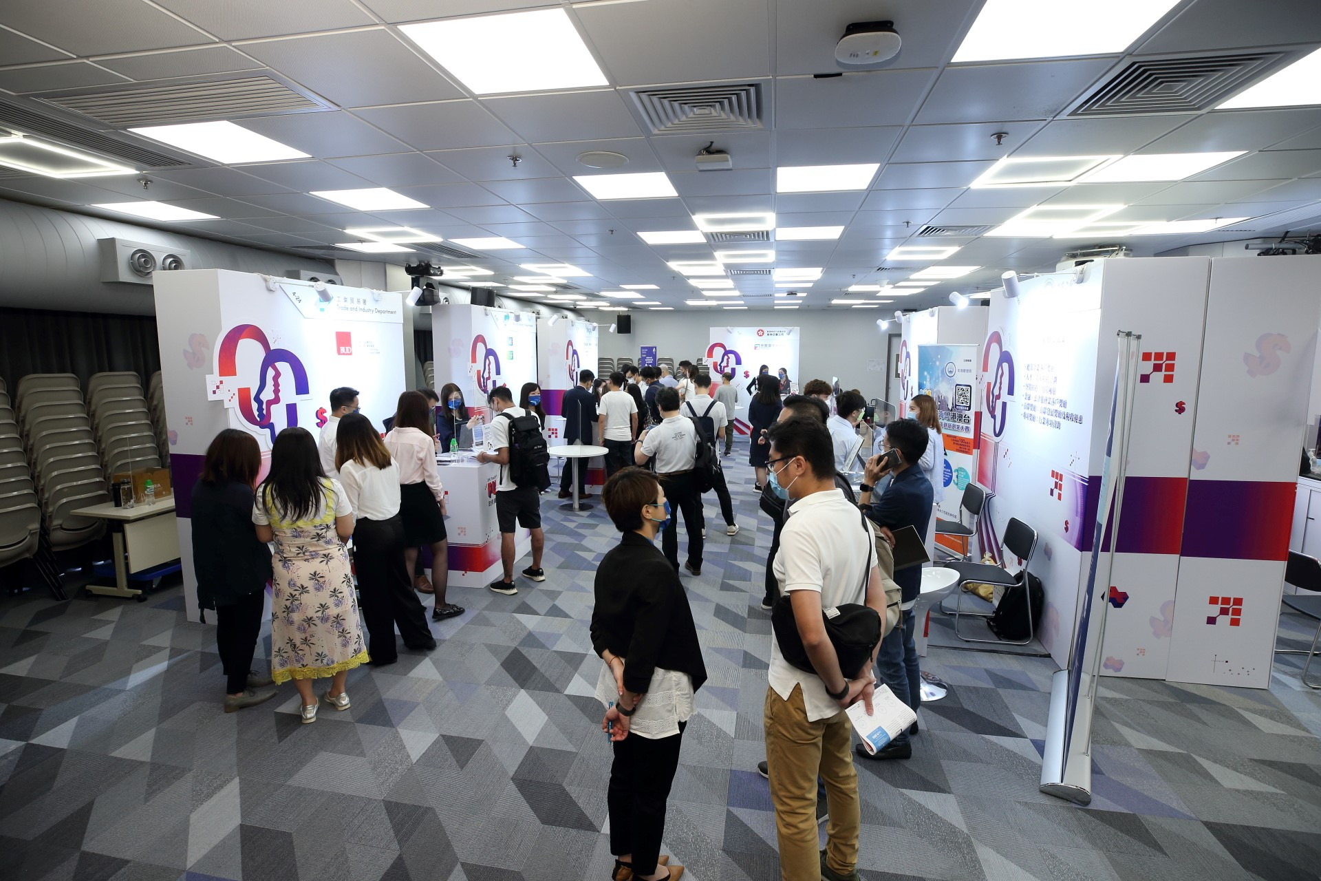 生產力局舉辦的《中小企資援組:2021政府資助基金博覽+》反應熱烈,為中小企和業界提供及時及適切的支援。